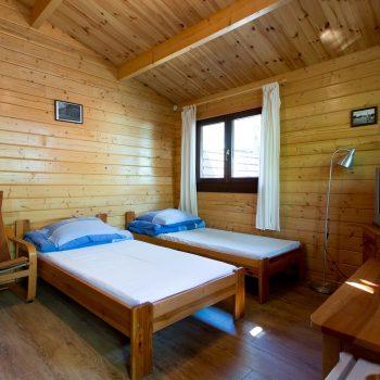 Domki D-1/D-4 -duży pokój łóżkami pojedynczymi