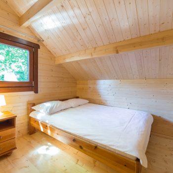 Górna kondygnacja - pokój z łóżkiem małżeńskim