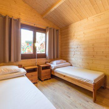 Domki D-11/D-16 - mały pokój z łóżkami pojedynczymi